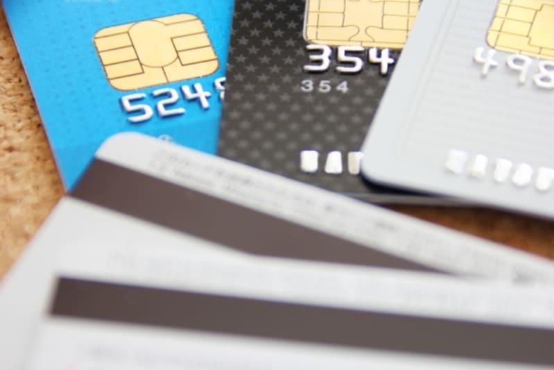 多くのクレジットカードでリボ払いをしているときのイメージ画像