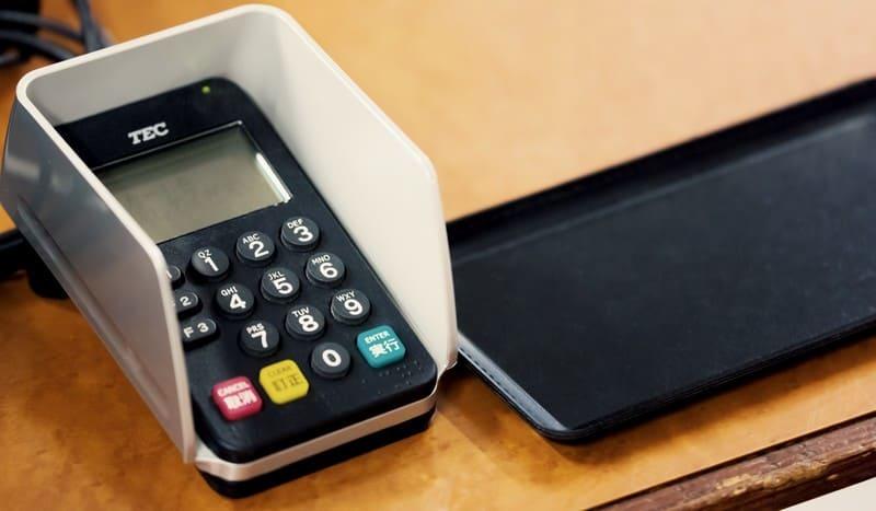任意整理をしたのでクレジットカードを使えないためレジにある機材も利用できないと感じているときの画像